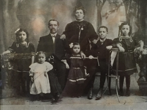 Photography: Historical Picture of Family