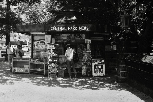 Photography: Vintage Photo: Central Park News with Guy Pointing at Me circa 1990