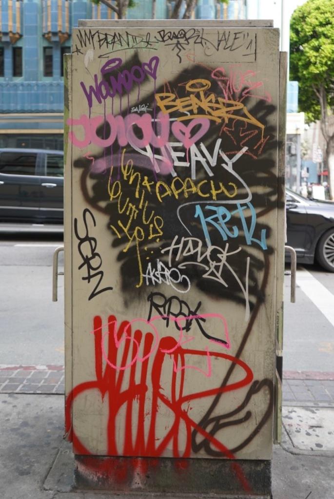 Street Photography: Graffiti Obelisk
