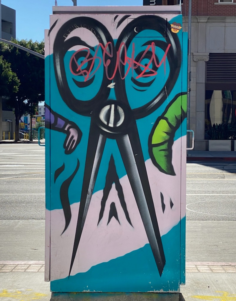 Street Photography: Graffiti Obelisk - Fashion District