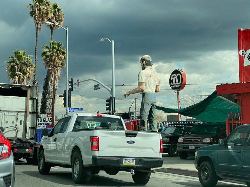 Street Photography: Giant Waiting in Traffic