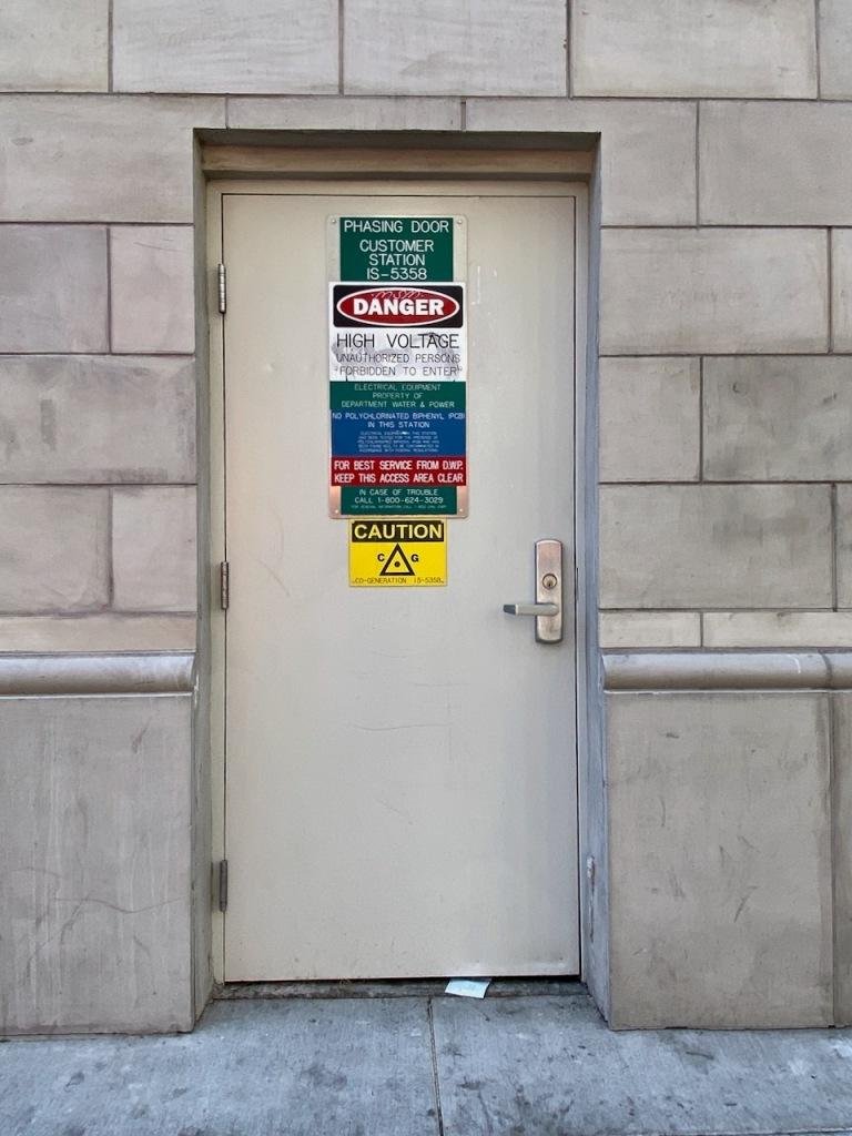 Street Photography: Phasing Door