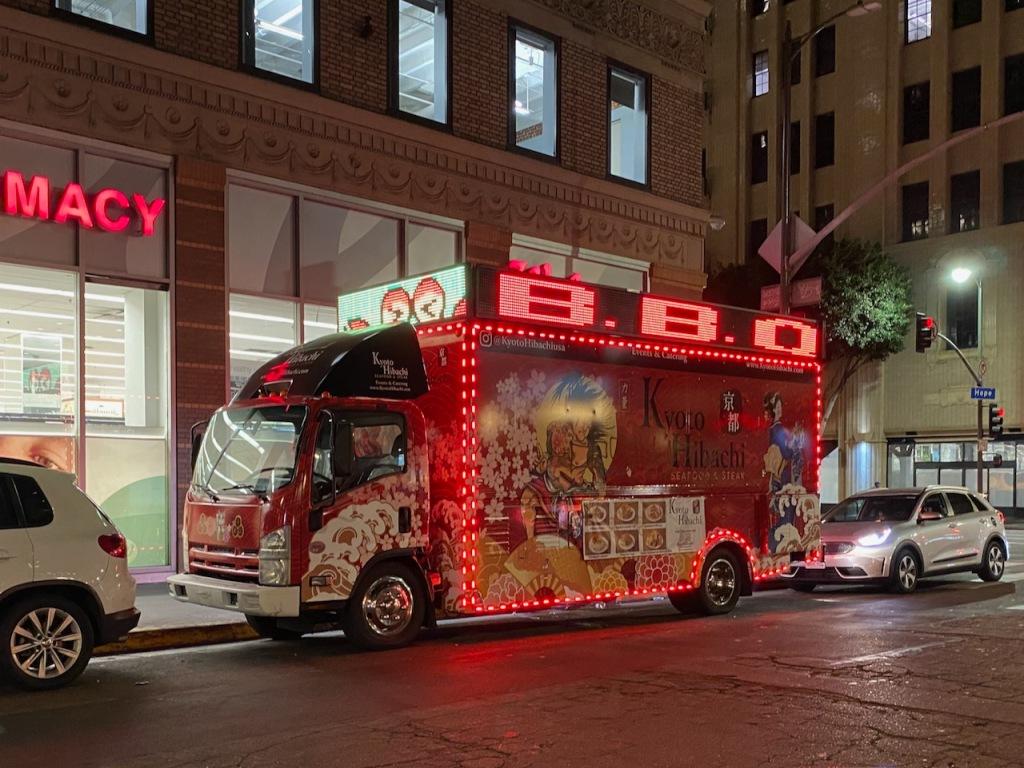 Street Photography: Midnight City BBQ