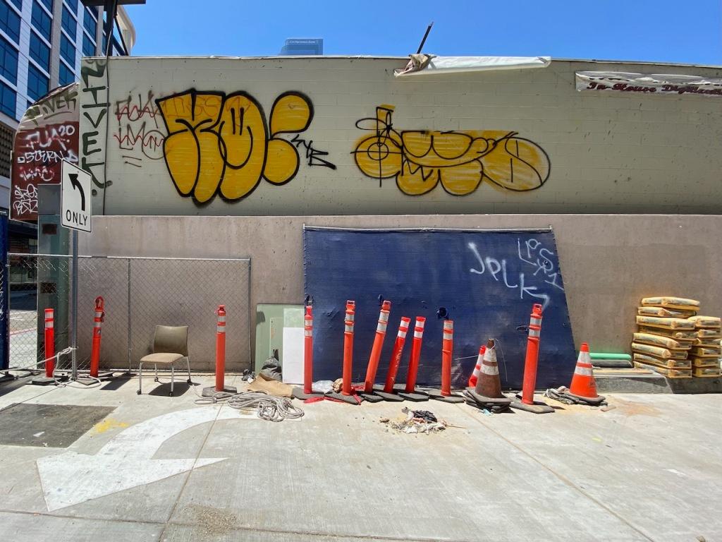 Street Photography: Smiley Graffiti