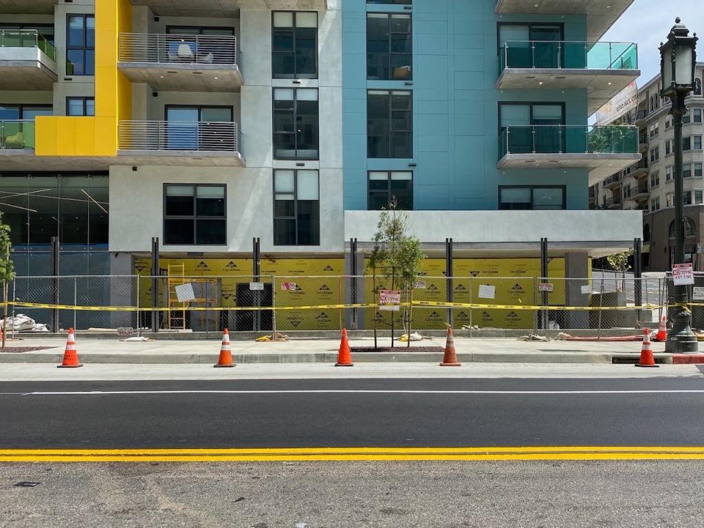 Street Photography: Yellow Geometry