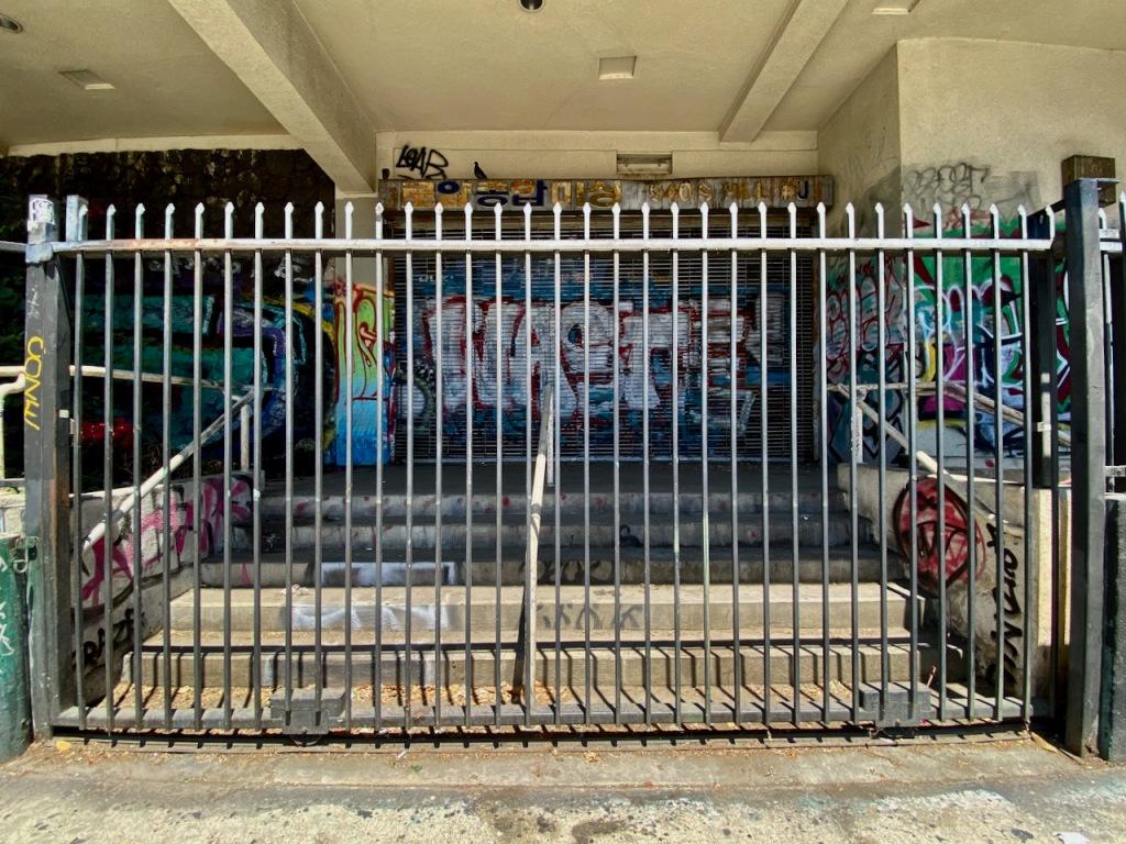 Street Photography: Gated Graffiti