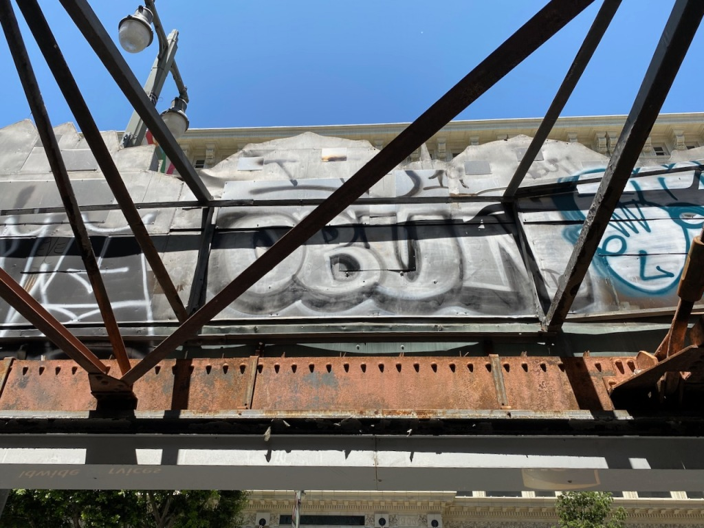 Street Photography: Graffiti on the Backside of Things